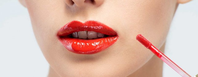 How To Apply Lipstick And Lip Gloss Perfectly